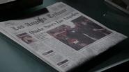 Periódico dedicado a Johnson y Mace salvando Los Ángeles