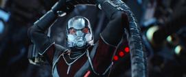 Ant-Man dentro de la armadura de Iron Man
