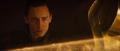 Loki viendo a Odín dormido