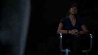 Skye trata de obtener información de Ward