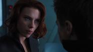 Natasha conversando con Barton
