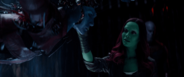 Gamora se acerca a Nebula - AIW