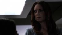 Aida escucha a Fitz mentir sobre sus orígenes