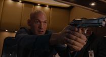 Darren apunta con arma