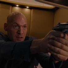 Darren apunta con arma.png