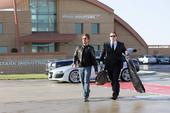Stark y Hogan llegan al aeropuerto