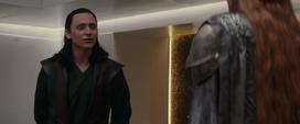 Loki es visitado en su celda por Frigga