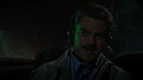 Stark pilotando un avión a Nueva York