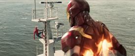 Iron Man viendo al Hombre Araña