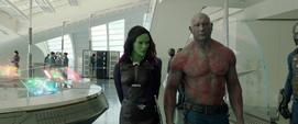 Gamora habla con Drax acerca de Ronan