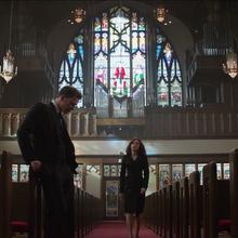 Steve y Natasha en una iglesia.png