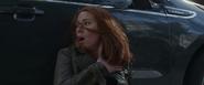 Romanoff tras dispararle a Barnes