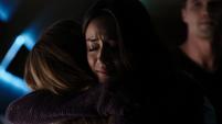 Johnson abraza a Simmons por sobrevivir al Virus Chitauri