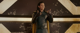 Loki intenta convencer a Thor de unirse a él