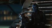 Nebula y Rocket se sientan juntos