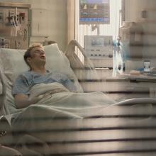 Wilson en el hospital con Rogers.png