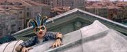 Parker con una máscara de carnaval