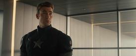 Rogers viendo a Natasha