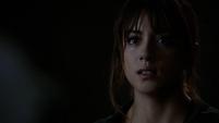 Skye escucha a Ward hablarle sobre su padre