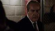 Malick viendo a Coulson capturado