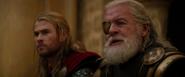 Odín agradece a Thor su trabajo