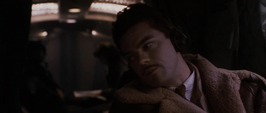 Stark en el avion hablando
