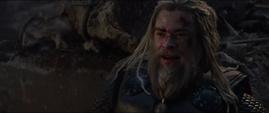 Thor descubre que Rogers si es digno del Mjolnir
