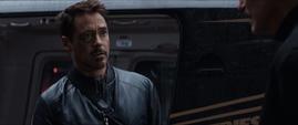 Stark habla con Ross en la Balsa