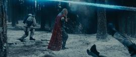 Thor luchando contra Soldados HYDRA