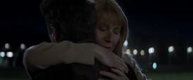 Potts abraza a Stark - AE