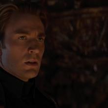 Rogers interroga a Thanos por las Gemas.png