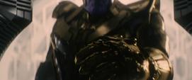 Thanos levanta su mano