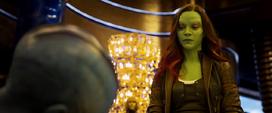 Gamora viendo a Nebula