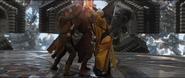 Kaecilius apuñala al Fanático Alto y Ancestral