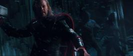 Thor peleando