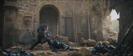 Rogers lucha contra las Centinelas de Ultron