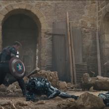 Rogers lucha contra las Centinelas de Ultron.png