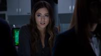 Skye explica el interés de Quinn con el arma de congelación