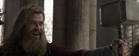 Thor feliz de seguir siendo digno del Mjolnir