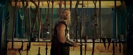 Thor en el salón de armas