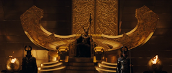 Loki en la silla del trono de Asgard.png