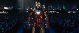 Iron Man llega a la presentacion de Hammer en Stark Expo - Iron Man 2