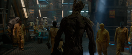 Groot ve muchos prisioneros en el Kyln