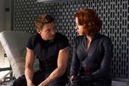 Romanoff habla con Barton en el Helicarrier