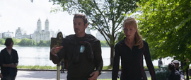 Stark y Potts conversan en Centrla Park