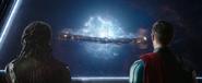 Thor y Heimdall ven la destrucción de Asgard