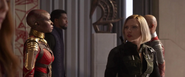 Romanoff ve llegar naves de la Orden Oscura