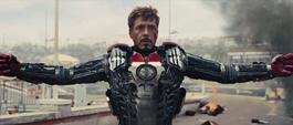 Stark poniéndose su Mark V para luchar