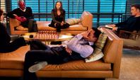 Stark en un sofá