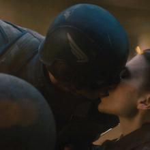 Capitan America y Peggy Carter besandose.png